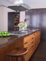 Tủ bếp gỗ tự nhiên màu sang trọng thiết kế chữ L – TBT3304
