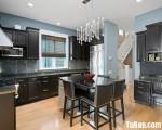 Tủ bếp chữ L chất liệu gỗ Sồi sơn đen tuyền – TBN3741