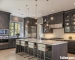 Tủ bếp gỗ Tần Bì màu xám thiết kế bán cổ điển chữ L – TBT3288