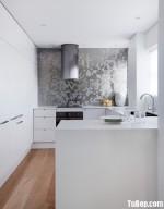 Tủ bếp chữ U chất liệu Acrylic bóng gương gam màu trắng  – TBN3822