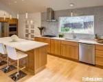 Tủ bếp gỗ Laminate màu vân gỗ hiện đại thiết kế sang trọng – TBT3393
