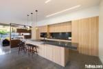 Tủ bếp Laminate vân gỗ kết hợp bàn đảo phong cách Châu Âu – TBB3933