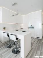 Tủ bếp gỗ Acrylic với thiết kế hiện đại tông màu trắng sang trọng – TBT3493