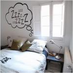 Cách trang trí bức tường đẹp mắt cho không gian phòng ngủ nhỏ