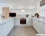 Tủ bếp chữ U chất liệu Acrylic bóng gương gam màu trắng sang trọng – TBN3782