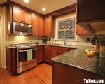 Tủ bếp gỗ Căm Xe màu vân gỗ chữ U bán cổ điển – TBT3551