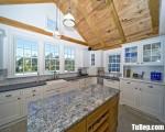 Tủ bếp gỗ Sồi thiết kế bán cổ điển có bàn đảo – TBT3538