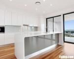 Tủ bếp gỗ Acrylic màu trắng có bàn đảo tiện dụng – TBT3626
