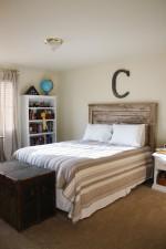 Tự tay thiết kế đầu giường mộc mạc chất không chỗ chê