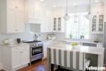 Tủ bếp gỗ Tần Bì kết hợp bàn đảo sơn men trắng phong cách Châu Âu – TBB4159