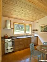 Tủ bếp gỗ Sồi thiết kế phù hợp không gian hẹp – TBT3702
