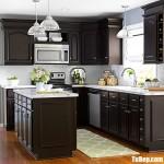 Tủ bếp gỗ Xoan Đào chữ L sơn men kết hợp bàn đảo mang phong cách bán cổ điển – TBB4356