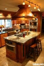 Tủ bếp gỗ tự nhiên Giáng Hương chữ L có bàn đảo – TBB4329