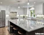 Tủ bếp gỗ Căm Xe màu trắng sơn men thiết kế kế bán cổ điển – TBT3231
