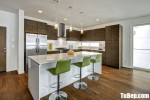 Tủ bếp Laminate chữ L vân gỗ thiết kế độc đáo – TBB4556