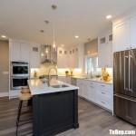 Tủ bếp gỗ Tần Bì sơn men trắng chữ L + bàn đảo thiết kế sang trọng hiện đại – TBB4544