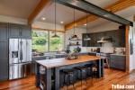 Tủ bếp gỗ Căm Xe màu xám thiết kế bán cổ điển – TBT3399