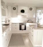 Tủ bếp chữ L chất liệu Xoan đào sơn men trắng kết hợp bàn đảo lớn – TBN8098