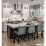 Tủ bếp gỗ Sồi sơn men bóng bóng gương kết hợp bàn đảo – TBN8183