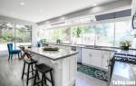 Tủ bếp gỗ Sồi màu trắng có bàn đảo tiện dụng – TBT3604