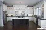 Tủ bếp gỗ Sồi tự nhiên sơn men trắng kiểu dáng chữ U phong cách Châu Âu – TBB4682
