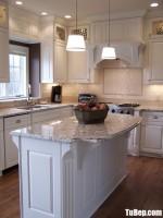 Tủ bếp gỗ Sồi màu trắng chữ L có bàn đảo – TBT3781