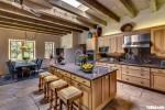 Tủ bếp gỗ Tần Bì chữ L có bàn đảo tiện dụng – TBT3795