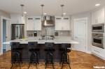Tủ bếp gỗ Tần Bì màu trắng sơn men có bàn đảo tiện dụng – TBT3854