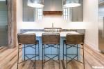 Tủ bếp gỗ Tần Bì thiết kế bán cổ điển có bàn đảo tiện dụng – TBT3896