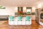 Tủ bếp gỗ Laminate màu trắng thiết kế sang trọng hiện đại – TBT3949