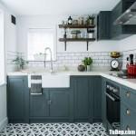Tủ bếp gỗ Xoan Đào dạng chữ L sơn men xanh độc đáo – TBB5007