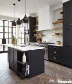 Tủ bếp gỗ Tần Bì sơn men chữ I kết hợp bàn đảo phong cách Châu Âu hiện đại – TBB5127