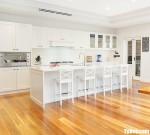 Tủ bếp gỗ Tần Bì thiết kế có bàn đảo tiện dụng – TBT4092