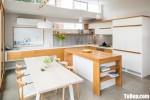 Tủ bếp gỗ Laminate màu trắng và vân gỗ  sang trọng  – TBT4083