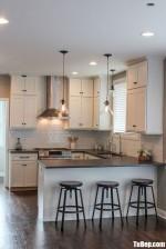 Tủ bếp gỗ Sồi sơn men trắng dạng chữ U thiết kế đơn giản nhưng không kém phần sang trọng – TBB5175